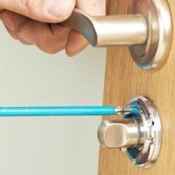 locksmith-fitting-new-lock-590x315